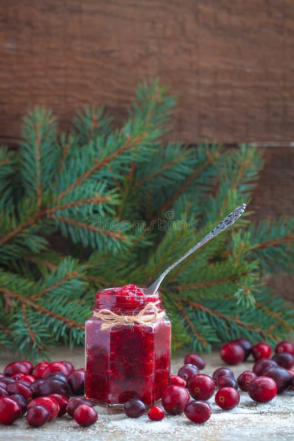 圣诞节蔓越桔果酱和新鲜的蔓越桔在糖新年俄国人传统 库存图片
