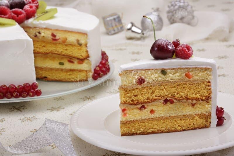 圣诞节蛋糕用莓果 库存图片