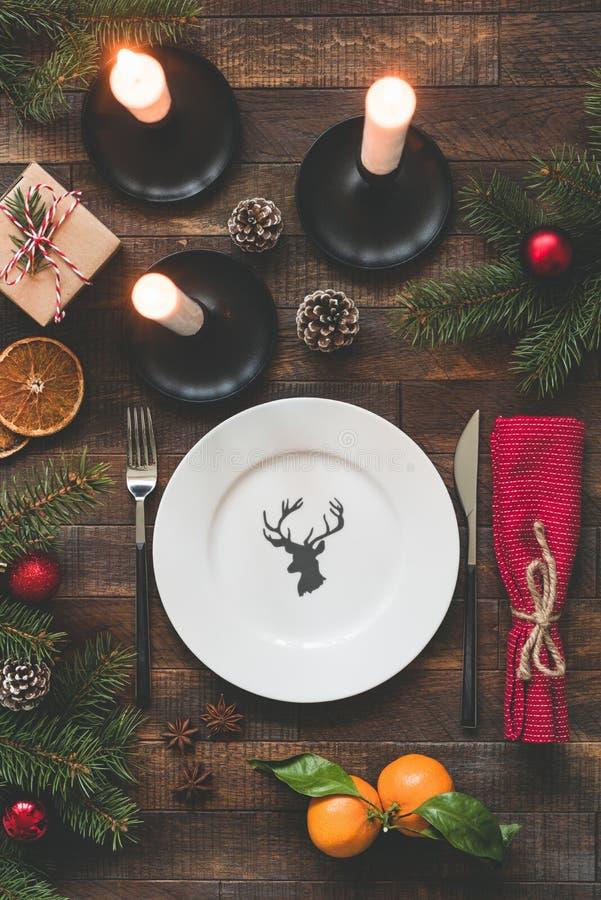 圣诞节表设置葡萄酒或土气样式 库存图片