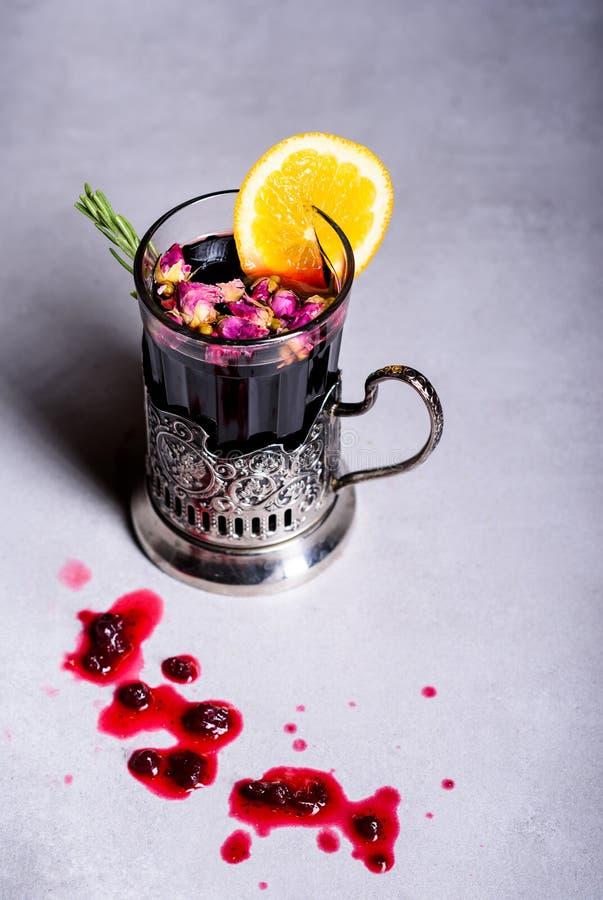 圣诞节被仔细考虑的酒或gluhwein 饮料热冬天 免版税库存照片