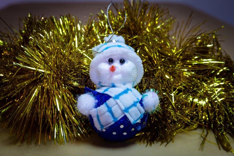 圣诞节装饰品,被充塞的雪人,与吵闹声的驯鹿 图库摄影