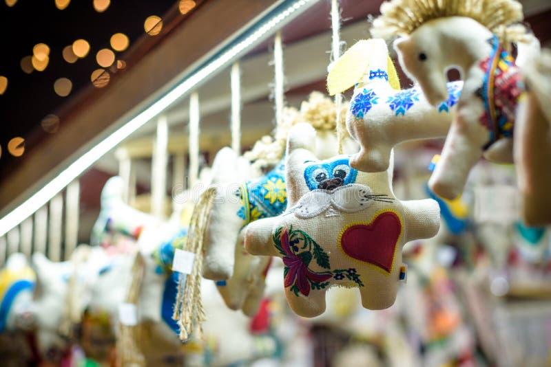圣诞节装饰在出现市场上的待售 装饰微型城市房子 库存图片