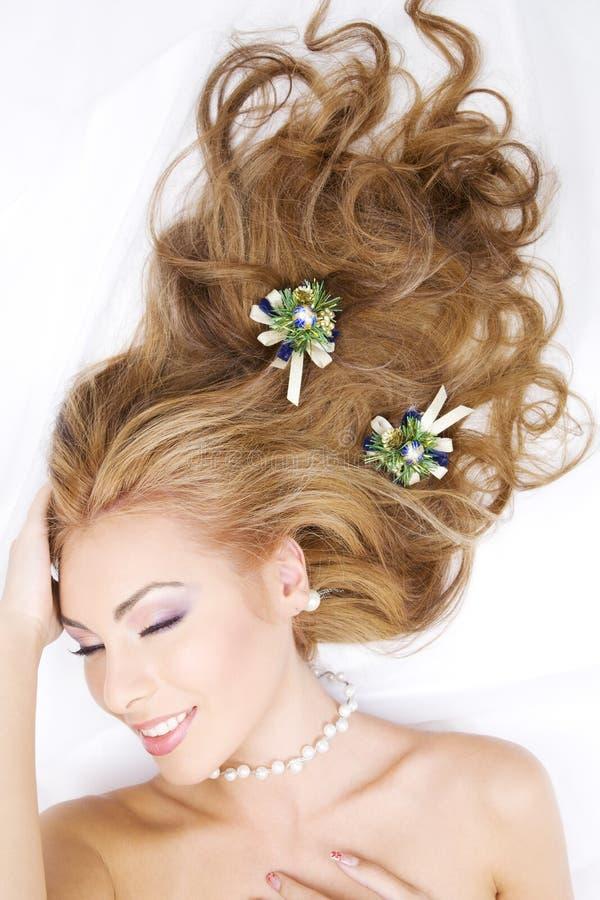 圣诞节装饰头发可爱的妇女 免版税图库摄影