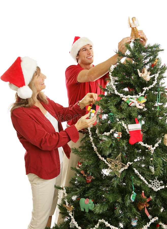 圣诞节装饰帮助妈妈儿子结构树 免版税库存照片