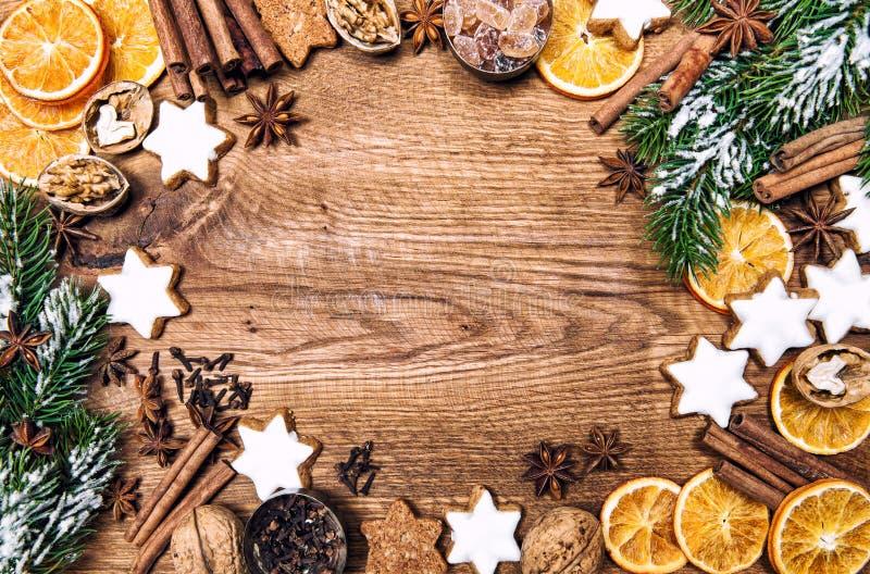 圣诞节装饰曲奇饼加香料假日食品成分v 免版税库存照片