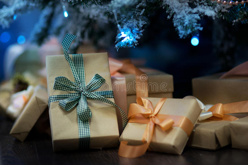 Download 圣诞节装饰生态学木 库存图片. 图片 包括有 节假日, brander, 圣诞节, 的treadled, 成串珠状 - 62531009