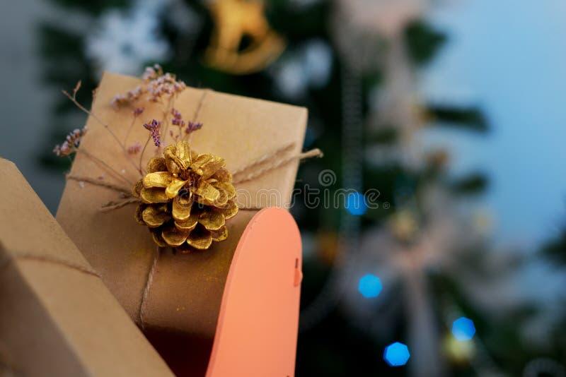 Download 圣诞节装饰生态学木 库存图片. 图片 包括有 礼品, 存储, 爬犁, 玩具, 结构树, 雪橇, 玻璃, 庆祝 - 62531255