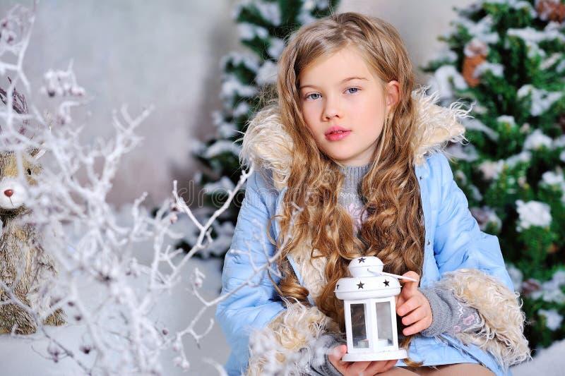圣诞节装饰的女孩 免版税图库摄影
