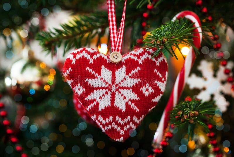 圣诞节装饰被编织的心脏 库存照片