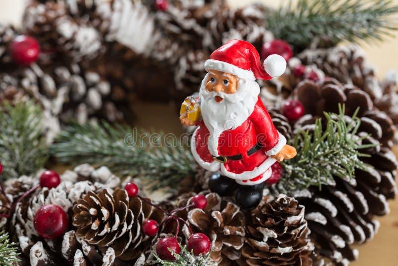 Download 圣诞节装饰装饰新家庭想法 库存图片. 图片 包括有 照亮, 复制, 圣诞老人, 丝带, 杉木, 紫色, 圣诞节 - 62539783