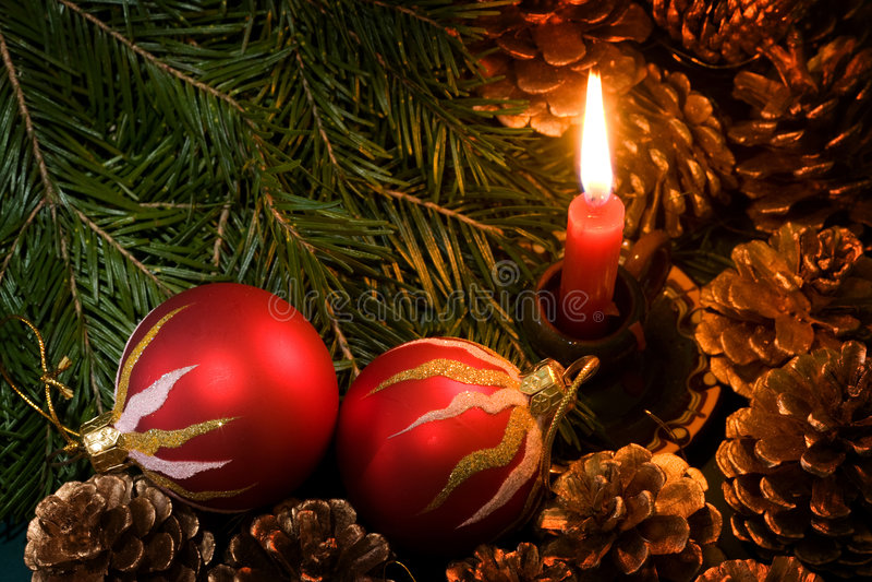 Download 圣诞节装饰 库存图片. 图片 包括有 brander, 结构树, 装饰品, 蜡烛, xmas, 地球, 12月 - 3654481