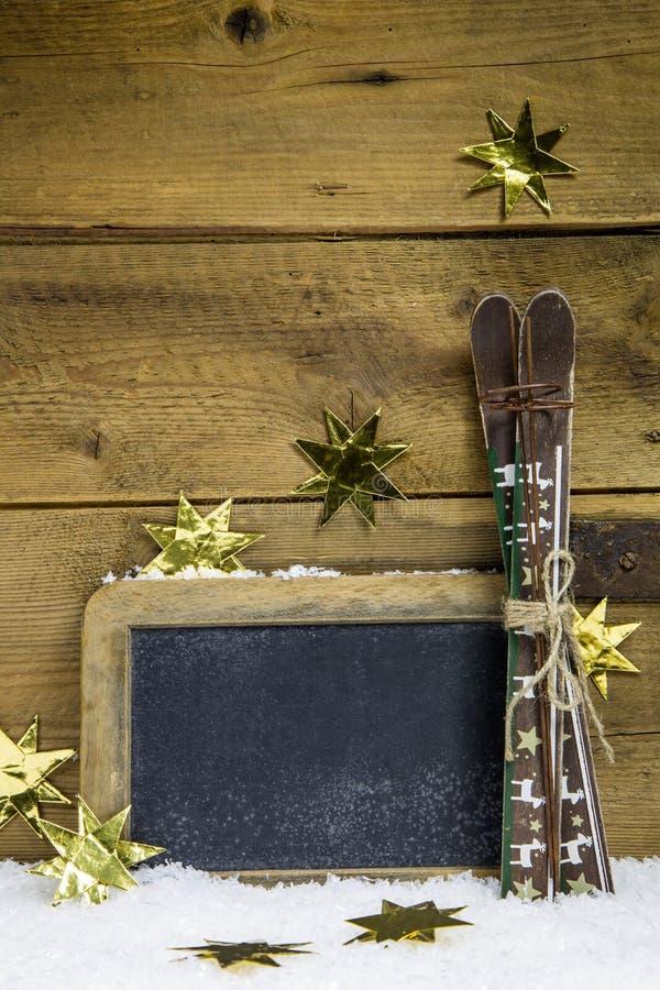 圣诞节证件或木标志与滑雪的寒假 库存图片