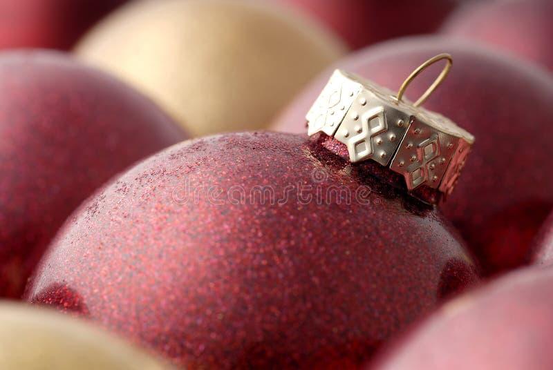 圣诞节金子装饰红色 免版税库存图片