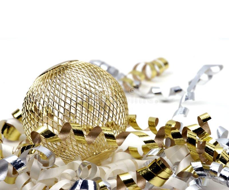 圣诞节金黄装饰品 库存图片