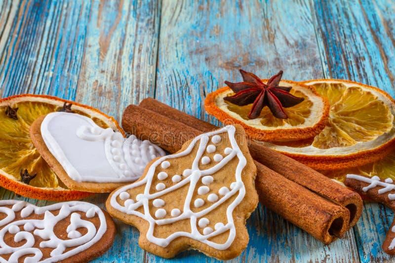 圣诞节静物画背景用从欢乐成份的姜饼曲奇饼 库存照片