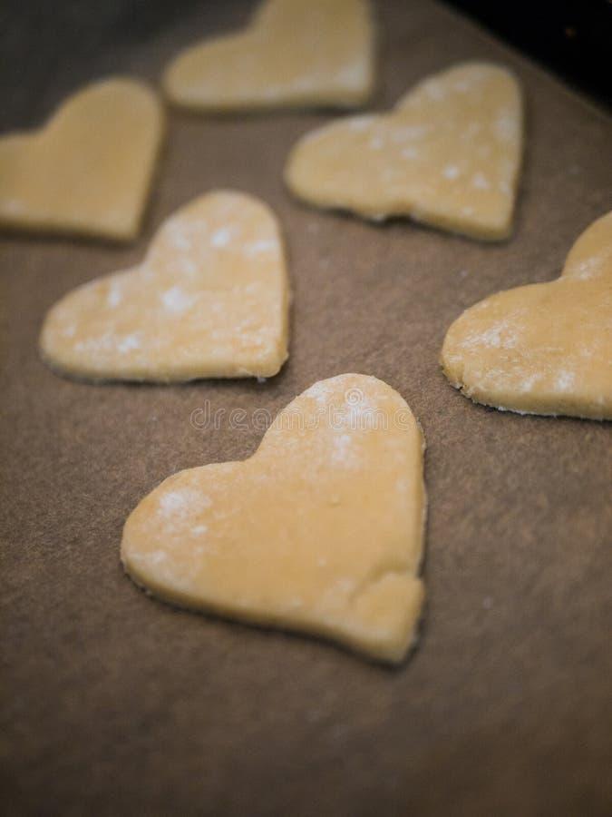 圣诞节面包店:心形的自创曲奇饼 库存照片
