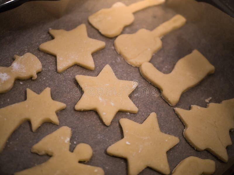 圣诞节面包店:自创曲奇饼特写镜头  免版税库存图片