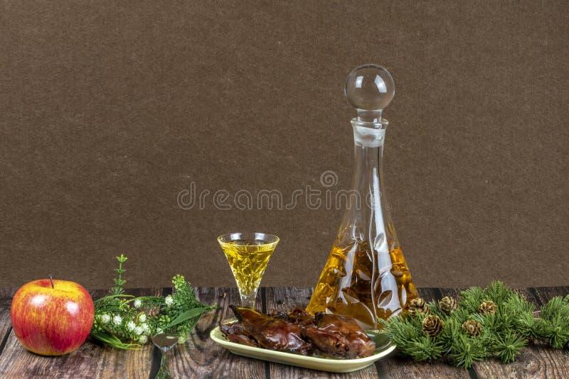 圣诞节食物和酒 免版税库存图片