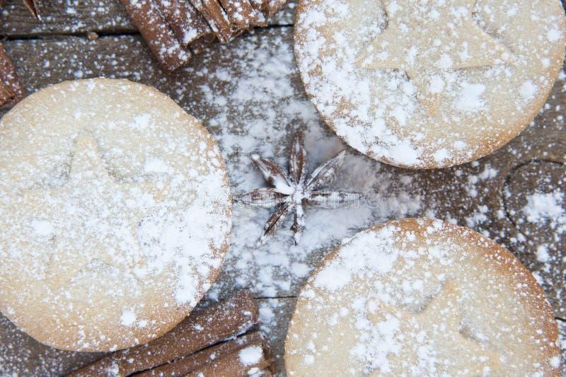 圣诞节食物的温暖的图象在土气样式木背景的 免版税库存照片