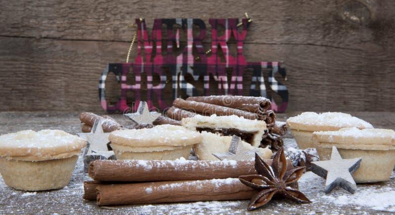 圣诞节食物的温暖的图象在土气样式木背景的 库存照片