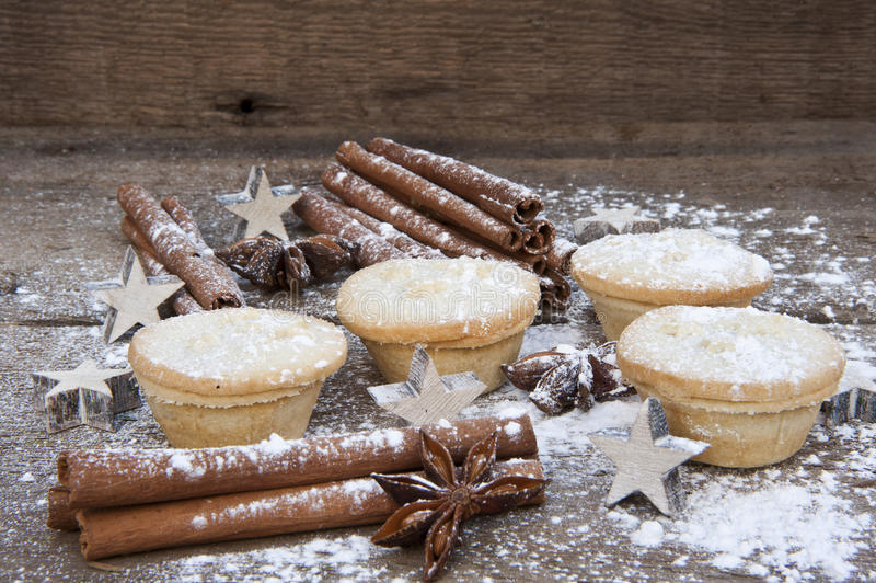圣诞节食物的温暖的图象在土气样式木背景的 免版税库存图片