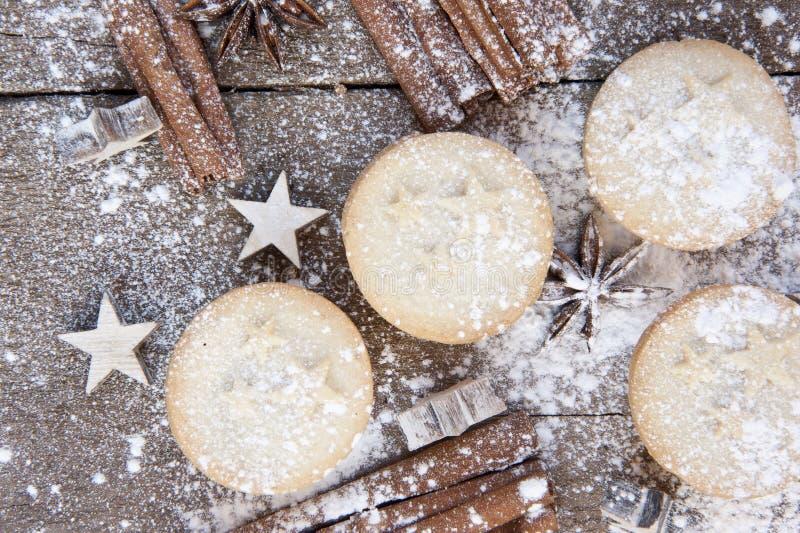 圣诞节食物的温暖的图象在土气样式木背景的 库存图片