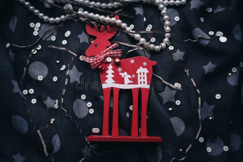 圣诞节驯鹿担任主角树装饰 免版税库存图片