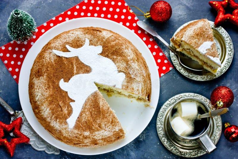 圣诞节驯鹿提拉米苏蛋糕 库存照片
