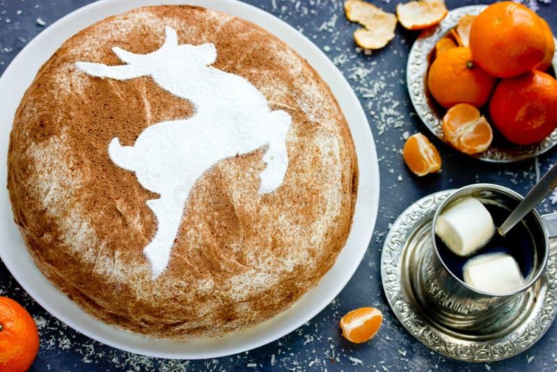 圣诞节驯鹿蛋糕,自创提拉米苏蛋糕 库存图片