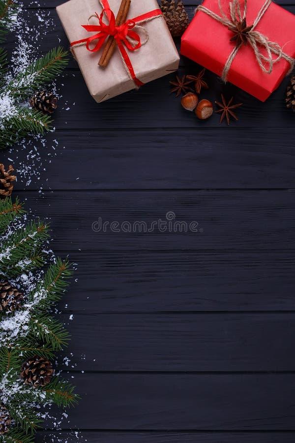 圣诞节,新年假日构成 礼物盒和冷杉tre 库存照片