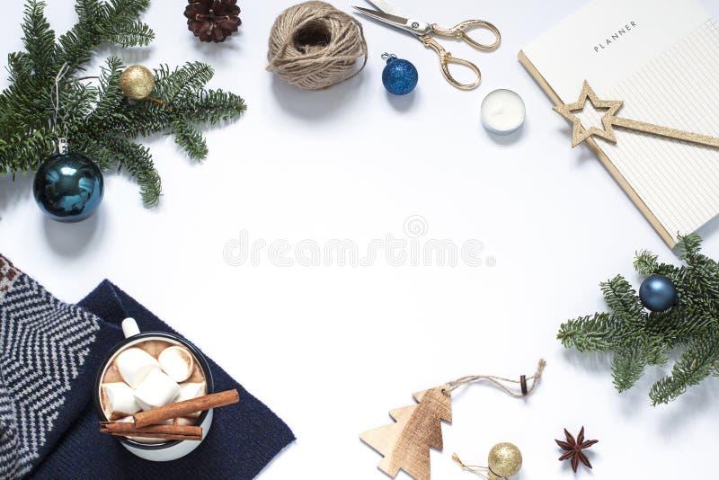 圣诞节,新年白色框架 寒假平的位置 免版税图库摄影