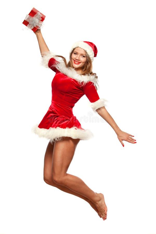 圣诞节, x-mas,冬天,概念-圣诞老人帮手帽子的微笑的妇女有礼物盒的,喜悦的幸福跃迁被隔绝  免版税库存照片