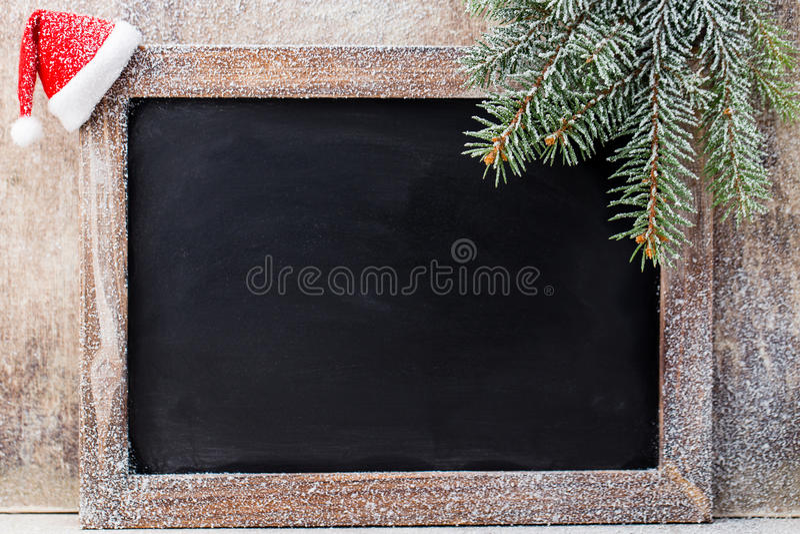 圣诞节黑板和装饰在木背景 免版税库存图片