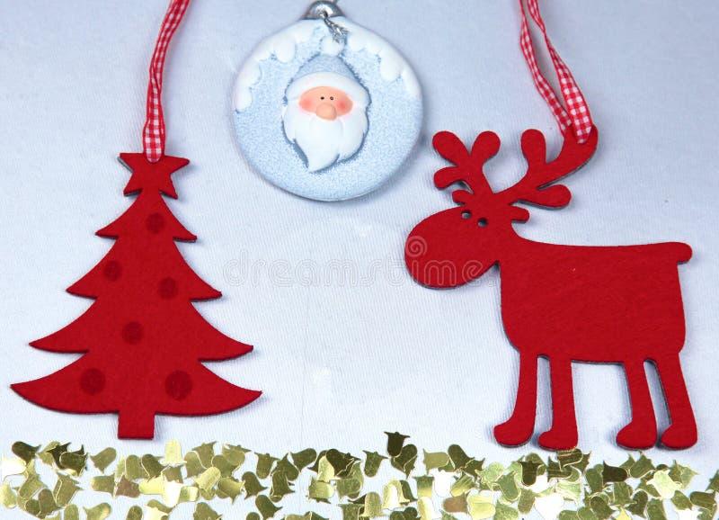 圣诞节 驯鹿和圣诞树孤立 图库摄影