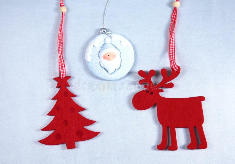 圣诞节 驯鹿和圣诞树孤立 库存照片