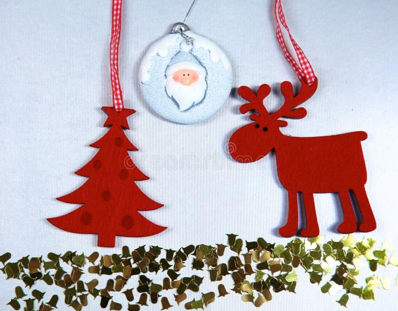 圣诞节 驯鹿和圣诞树孤立 免版税库存图片