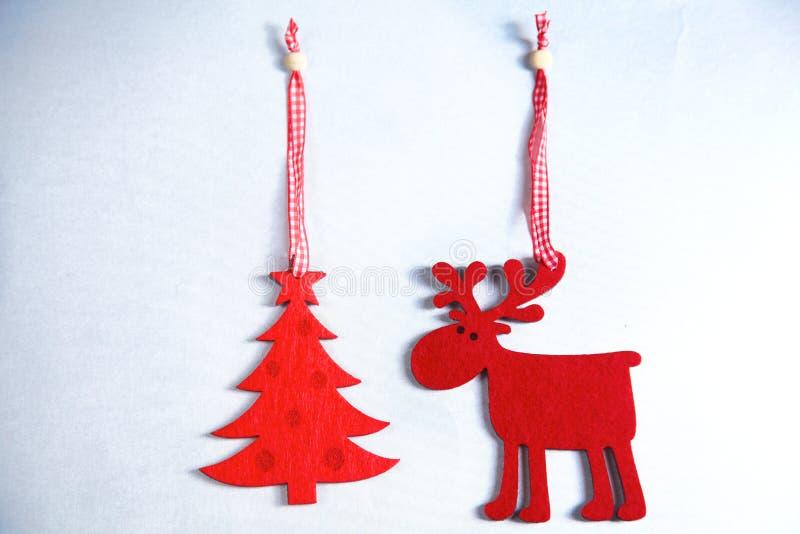圣诞节 驯鹿和圣诞树孤立 免版税库存照片