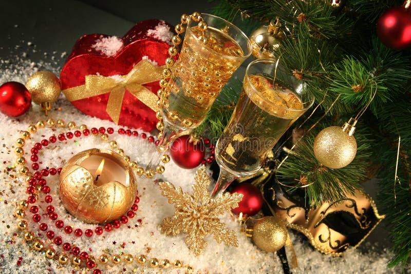 Download 圣诞节 库存图片. 图片 包括有 典雅, 酒精, 烛光, 礼品, 存在, 发光, 香槟, 玻璃, 欢乐, 蜡烛 - 22350525