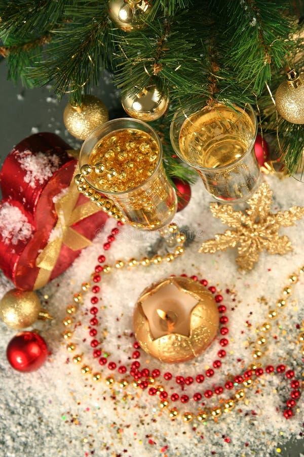 Download 圣诞节 库存照片. 图片 包括有 结构树, 典雅, 火焰, 葡萄酒杯, 黄色, 晚上, 蜡烛, 装饰, 发光 - 22350546