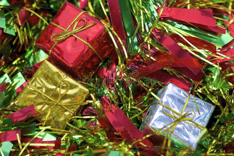 Download 圣诞节 库存图片. 图片 包括有 快活, 装饰品, 丝带, 礼品, 发光, 棚车, 空间, 节假日, 黄色 - 62533641