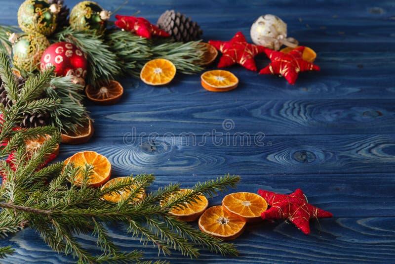 圣诞节bachground,在委员会的曲奇饼 免版税图库摄影