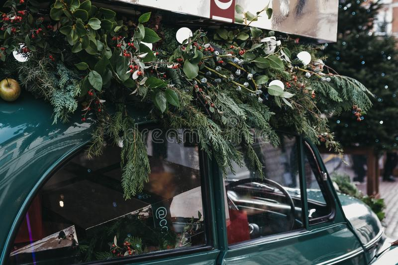 圣诞装饰在科文特花园市场,伦敦,英国上 免版税库存图片