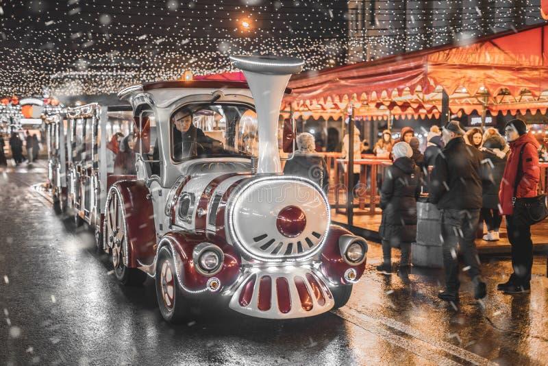 圣诞集市的节日蒸汽火车 乌克兰,基辅,2020年1月9日 图库摄影