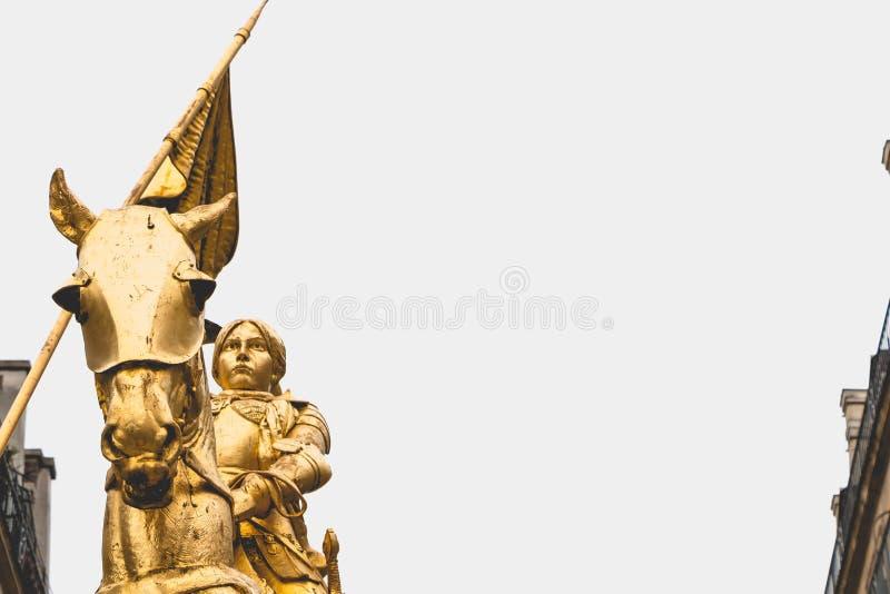 圣贞德雕象在巴黎 免版税库存照片
