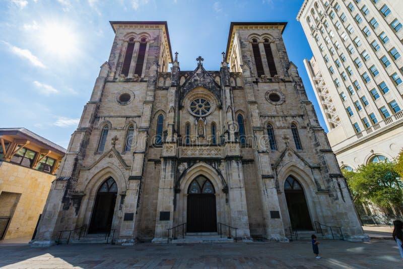 圣费尔南多大教堂在河步行旁边的主要广场在圣A 免版税库存图片