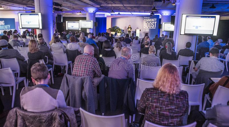 圣路易斯、密苏里、团结的状态3月27日2018小企业主和报告人在Facebook公共促进事件 免版税库存图片