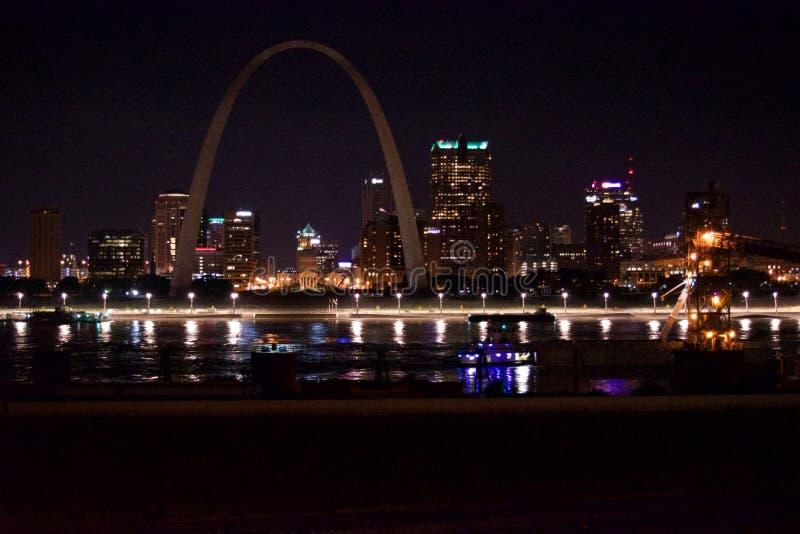 圣路易斯地平线在晚上 免版税库存图片