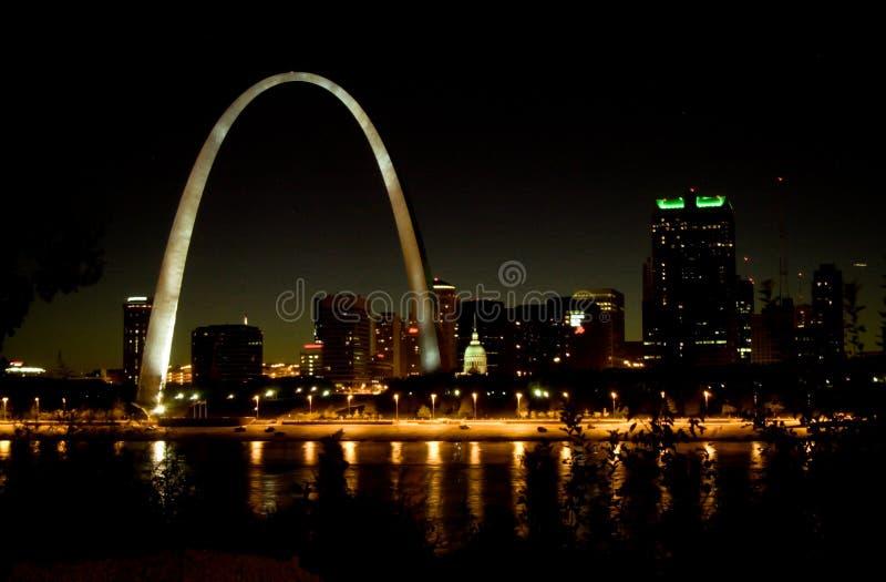 圣路易斯地平线在晚上 免版税库存照片