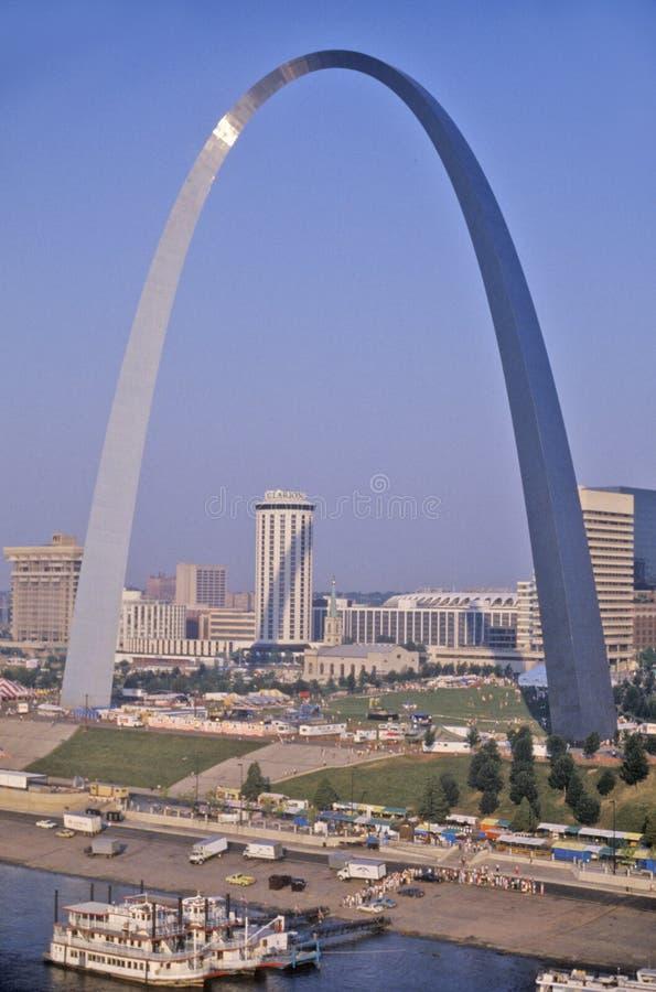 圣路易斯地平线,与曲拱的MO 免版税图库摄影