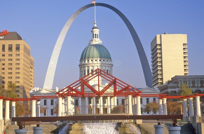 圣路易斯曲拱和老法院大楼, MO 免版税库存图片